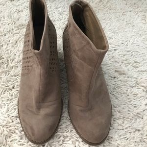 Torrid Suede Cutout Tan Ankle Boots size 9W